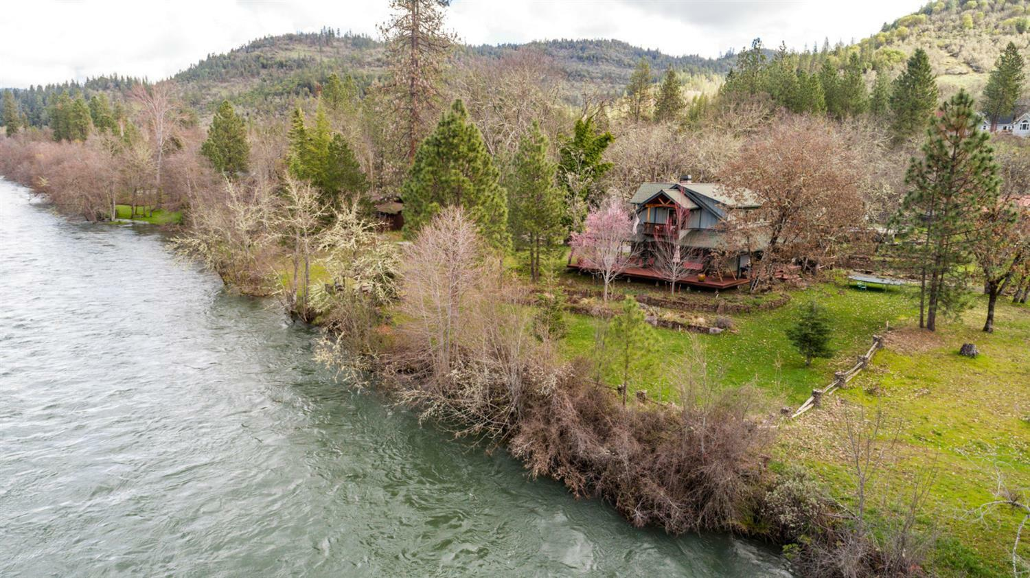 897 Old Ferry Road, Shady Cove, OR - USA (photo 1)