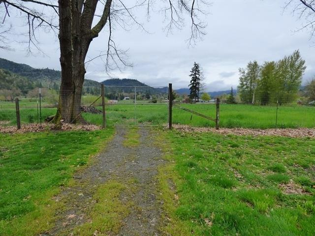 2951 Rogue River Highway, Gold Hill, OR - USA (photo 5)