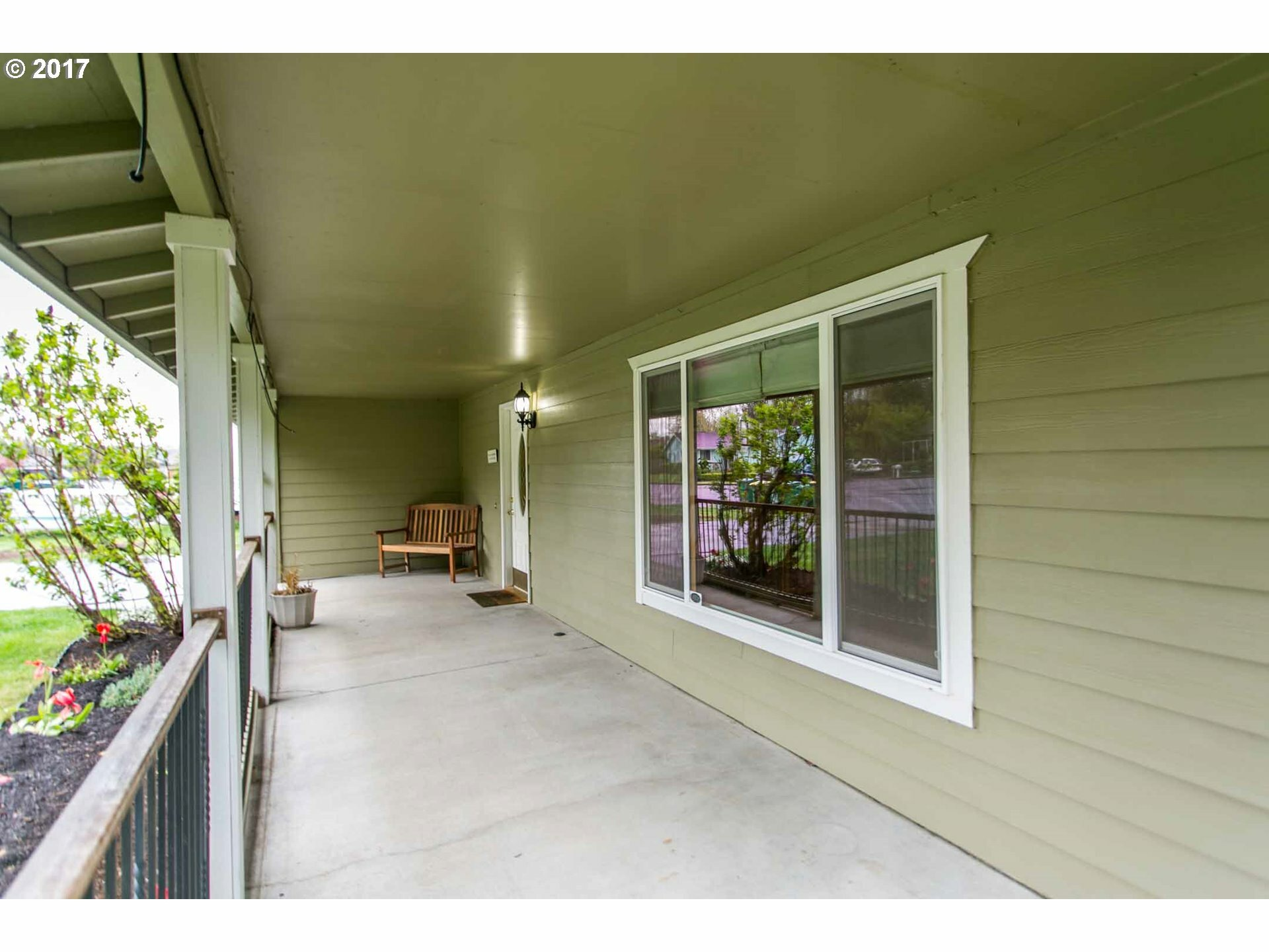 1841 Se Lewellyn Ave, Troutdale, OR - USA (photo 3)