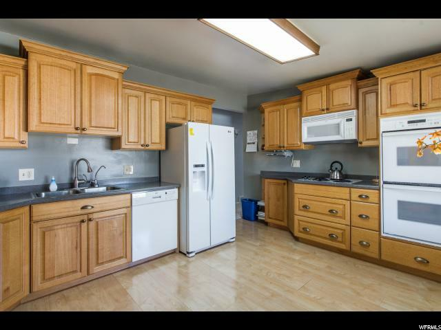 1055 E Chevy Chase Dr, Murray, UT - USA (photo 5)