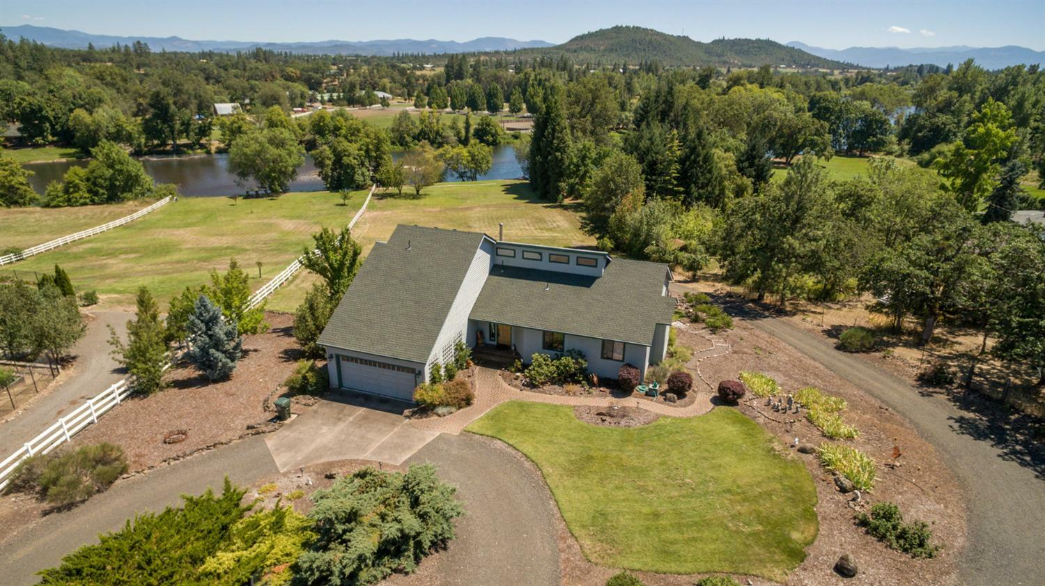 1577 Highway 234, Eagle Point, OR - USA (photo 1)