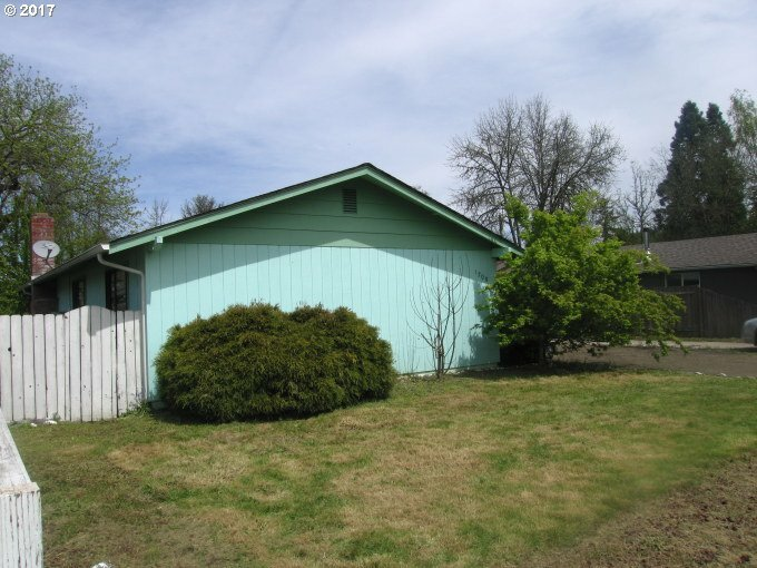 1200 E Van Buren Ave, Cottage Grove, OR - USA (photo 2)