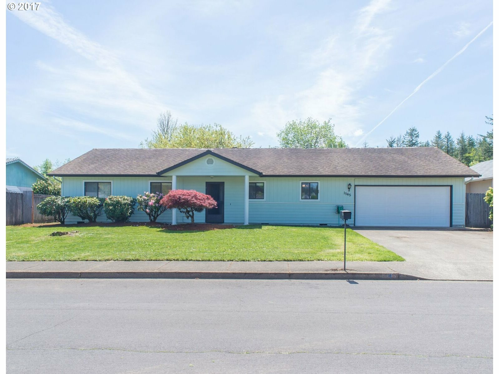 1545 Jason Lee Ave, Cottage Grove, OR - USA (photo 2)