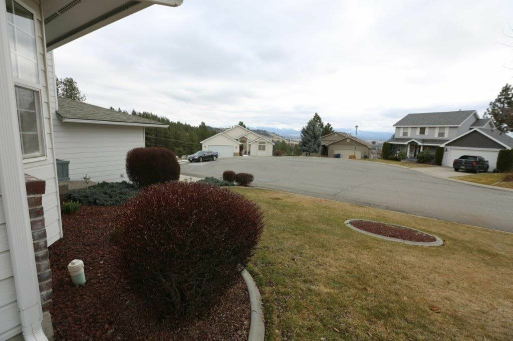 8925 E Parkside Ln, Spokane, WA - USA (photo 2)