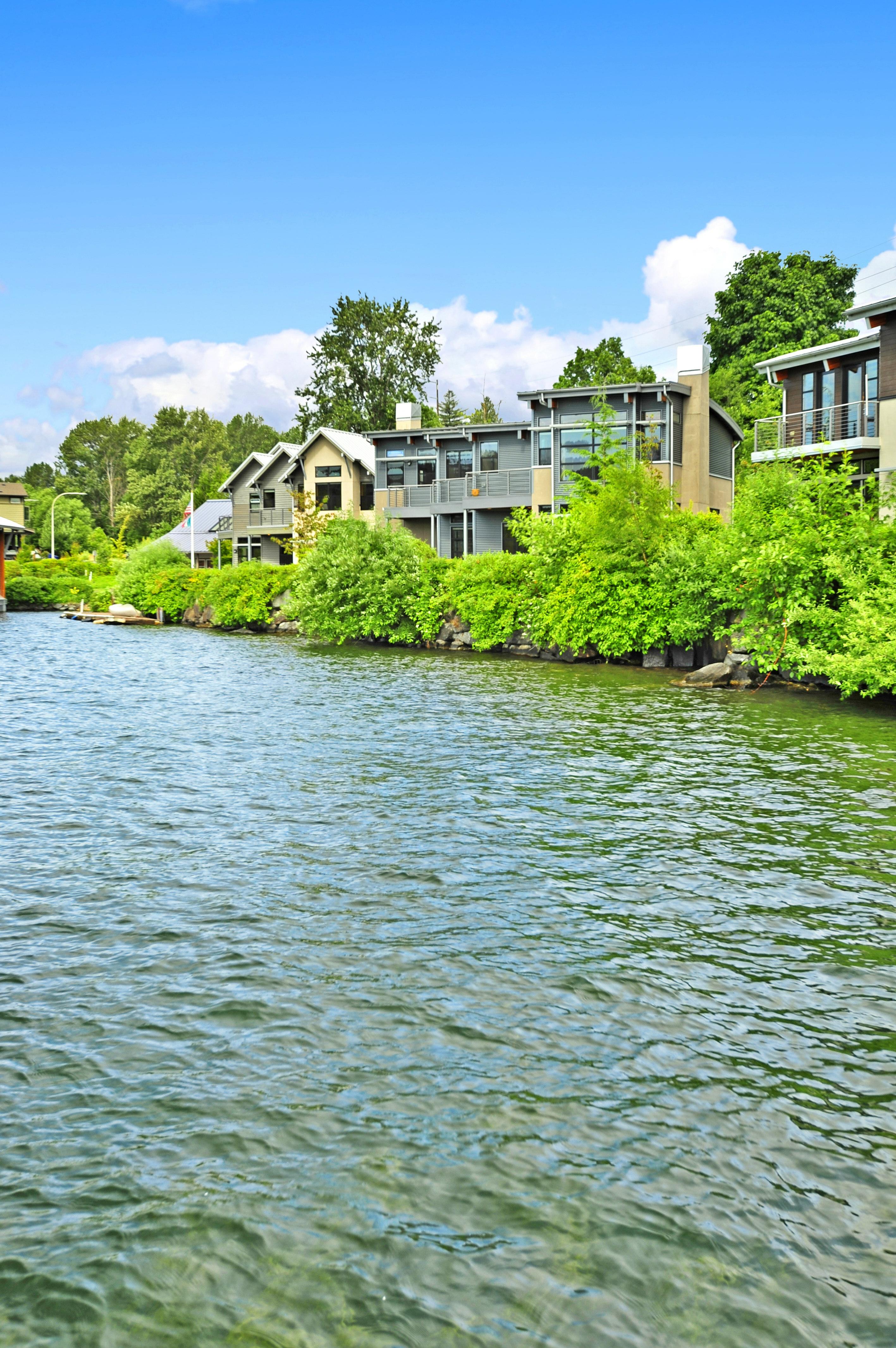 3907 Lake Washington Blvd N, Renton, WA - USA (photo 2)